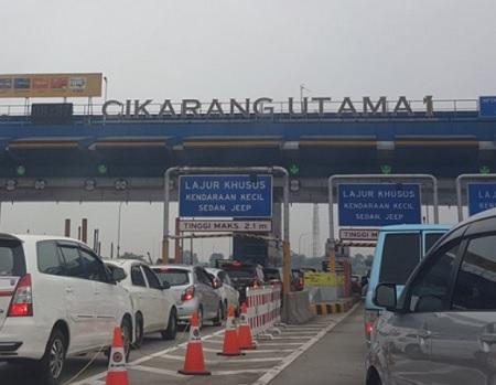 Gerbang Tol Cikarang Utama yang Kini Padat Lalu-Lintas