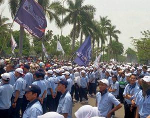 Aksi Demo Buruh Cikarang Jababeka Pulogadung Untuk Memperjuangkan Kenaikan UMR dan UMK